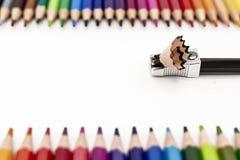 Fazendo o ponto aos lápis coloridos fotos de stock royalty free
