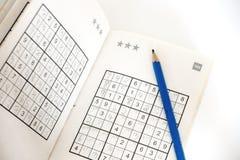Fazendo o sudoku Fotografia de Stock Royalty Free