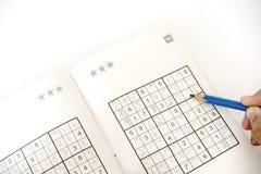 Fazendo o sudoku Fotos de Stock Royalty Free