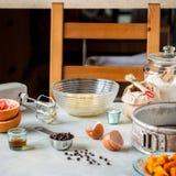 Fazendo o tarte de abóbora do chocolate fotografia de stock