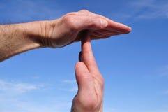 Fazendo o tempo para fora sinalize com mãos Fotografia de Stock Royalty Free