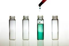 Fazendo o teste do pH Imagens de Stock