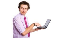 Fazendo os olhos grandes ao escrever no computador do netbook Fotos de Stock Royalty Free