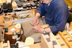 Fazendo sandálias, Kyoto, Japão Fotografia de Stock Royalty Free