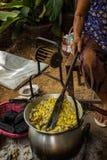 Fazendo a seda em Tailândia Fotografia de Stock Royalty Free