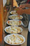 Fazendo um bolo de arroz do ketoprak fotografia de stock royalty free