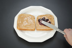 Fazendo um sanduíche - etapa 2 Fotos de Stock Royalty Free