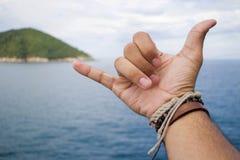 Fazendo uma mão do surfista assinar chamado foto de stock royalty free