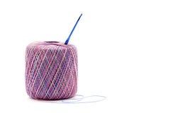 Fazer crochê a linha com gancho Imagens de Stock Royalty Free