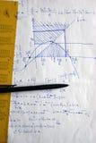 Fazer a matemática é duro Foto de Stock