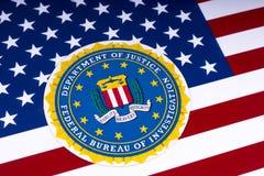 FBI Logo und die USA-Flagge Stockbilder