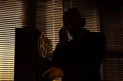FBI tajny agent słucha rozmowę 5 i nagrywa zdjęcie stock
