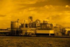 Fábrica de la contaminación Imágenes de archivo libres de regalías