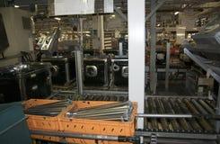 Fábrica - producción del lavaplatos Imagen de archivo libre de regalías