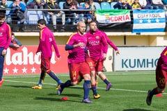 FC Barcelonafotbollsspelare värmer upp före den LaLiga matchen mellan Villarreal CF och FCet Barcelona Arkivbilder
