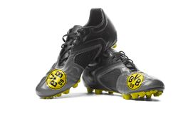 FC-Borussia Dortmund - Fußballstiefel Stockbilder