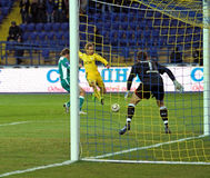 FC Metalist与FC Obolon Kyiv足球比赛 免版税库存照片