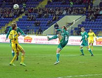FC Metalist与FC Obolon Kyiv足球比赛 库存照片