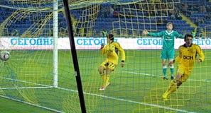 FC Metalist contro la corrispondenza di gioco del calcio di FC Obolon Kyiv Fotografia Stock