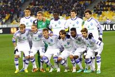 FCet Dynamo Kyiv team poserar för ett gruppfoto Arkivfoto
