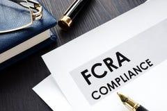 FCRA-överensstämmelseform på ett skrivbord royaltyfri fotografi