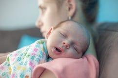 Födelse- fördjupning för stolpe Arkivfoton