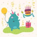 Födelsedaghälsningkort med den gulliga flodhästen Royaltyfri Foto