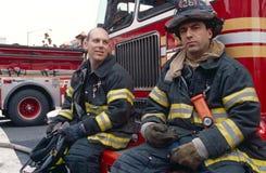 FDNY brandbestrijders op plicht, de Stad van New York, de V.S. royalty-vrije stock afbeeldingen