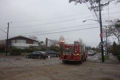 FDNY-Maschine 276 half Queensbewohnern nach enormer Verwüstung in der Zeit nach Hurrikan Sandy Stockfotografie