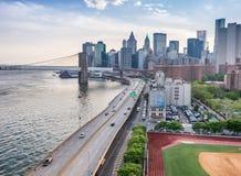 Fdr-drev och flyg- sikt för stadsbuildinga, NYC Arkivbild