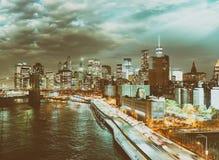 FDR kör på natten i New York City med biltrafik Royaltyfria Foton