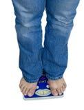 Füße und Gewichtskala Stockbilder