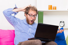 Fearful man looking at computer Royalty Free Stock Photos