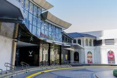 Feb 20,2018 Przy przodem Poza śródmieściem parady centrum handlowe, Taguig miasto obraz royalty free