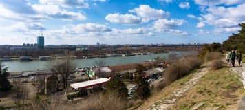 25 febbraio 2017 - Belgrado, Serbia - la confluenza dei fiumi di Sava e di Danubio a Belgrado, Serbia, come visto dal Kalemegdan Fotografie Stock Libere da Diritti