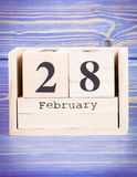 28 febbraio Data del 28 febbraio sul calendario di legno del cubo Fotografia Stock Libera da Diritti