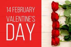 14 febbraio giorno del ` s del biglietto di S. Valentino, carta con le rose rosse Fotografie Stock Libere da Diritti