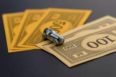 8 febbraio 2015: Houston, TX, U.S.A. Automobile e soldi di monopolio Immagine Stock Libera da Diritti