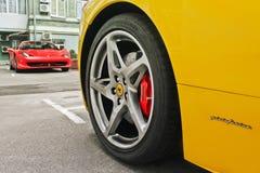 27 febbraio, l'Ucraina, Kiev; Ferrari 458 Italia e ragno di Ferrari 458 fotografia stock
