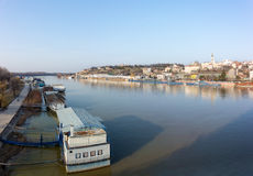 26. Februar 2017 - Belgrad, Serbien - Ansicht nach Belgrad von Branko-` s Brücke über dem Fluss Sava Stockfotografie