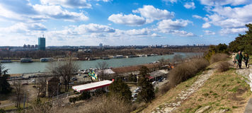 25. Februar 2017 - Belgrad, Serbien - das Zusammenströmen von Donau- und Sava-Flüssen in Belgrad, Serbien, wie vom Kalemegdan ges Lizenzfreie Stockfotos
