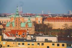 18. Februar 2019 Dänemark Kopenhagen Panoramische Draufsicht des Stadtzentrums von einem Höhepunkt Runder Rundetaarn-Turm lizenzfreie stockbilder