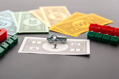 8. Februar 2015: Houston, TX, USA Monopolauto, Geld, Hotels Lizenzfreie Stockfotos