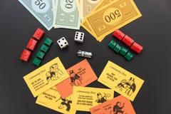 8. Februar 2015: Houston, TX, USA Monopolgeld, Torte spielend Lizenzfreies Stockfoto