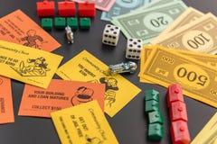 8. Februar 2015: Houston, TX, USA Monopolgeld, Torte spielend Lizenzfreie Stockfotos