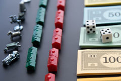 8. Februar 2015: Houston, TX, USA Monopolgeld und Spielen Lizenzfreie Stockfotografie