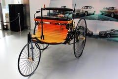2. Februar 2013; Kiew, Ukraine Mercedes-Benz Benz Patent-Motorwagen Das erste Mercedes-Auto lizenzfreie stockfotos