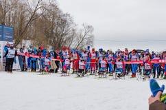 11. Februar 2017 Skirennen-Nikolov Perevoz Russialoppet des Kunst--Veretevozustandes jährlicher Skimarathon 2017 Paralympic-Renne Stockfotos