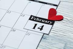 14. Februar Valentinstag, Herz vom roten Papier Lizenzfreies Stockbild