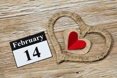 14. Februar Valentinstag, Herz vom roten Papier Lizenzfreie Stockbilder